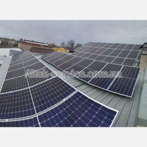 Вид с крыши магазина - установленные солнечные панели.