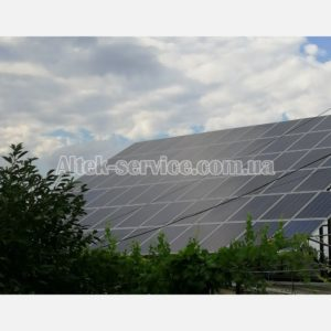 Готовая смонтированная солнечная станция.