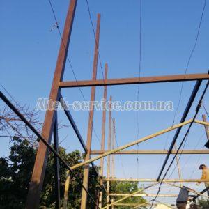 Процесс монтажа каркаса для установки солнечных панелей. Фото 1.