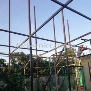 Процесс монтажа каркаса для установки солнечных панелей. Фото 3.