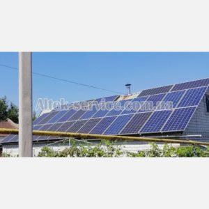 Общий вид. Одна из крыш с установленными солнечными панелями.