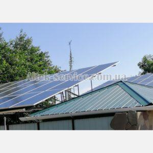 Одна из крыш с установленными солнечными панелями.