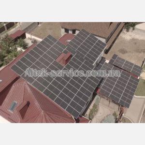 Солнечная станция 50 кВт. Ракурс сбоку, с левой стороны.
